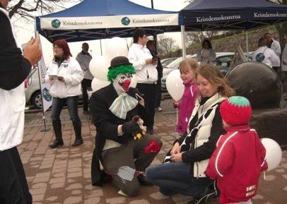 Jodå, både clown, ballonger, godis, saft, kaffe, plåster och öppenhjärtliga diskussioner med socialministern Göran Hägglund (KD) bjöds det på i Kalmar.