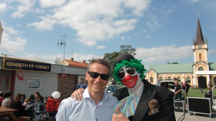 Två roliga jäklar med en seriös omsorg av familjen, traditionerna och det okränkbara människovärdet: Socialministern Göran Hägglund och hans idol...dvs mig, Christopher Dywik;)